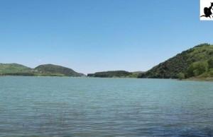 lago nella valle 1